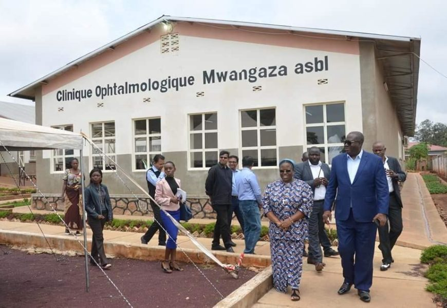 LUALABA: VISITE DE RECONFORT DU GOUVERNEUR RICHARD MUYEJ AUX PATIENTS DE LA CLINIQUE OPHTALMOLOGIQUE MWANGAZA DE KOLWEZI