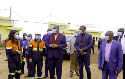LUALABA: VISITE DU GOUVERNEUR RICHARD MUYEJ A L'USINE DE PRODUCTION DU CIMENT EN CONSTRUCTION
